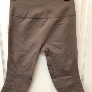 Lululemon Capri Yoga Pants- size 6